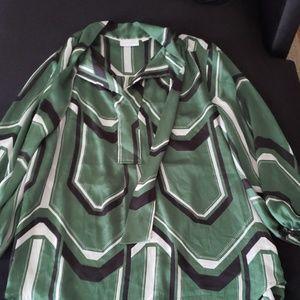 Green quarter length stretch blouse
